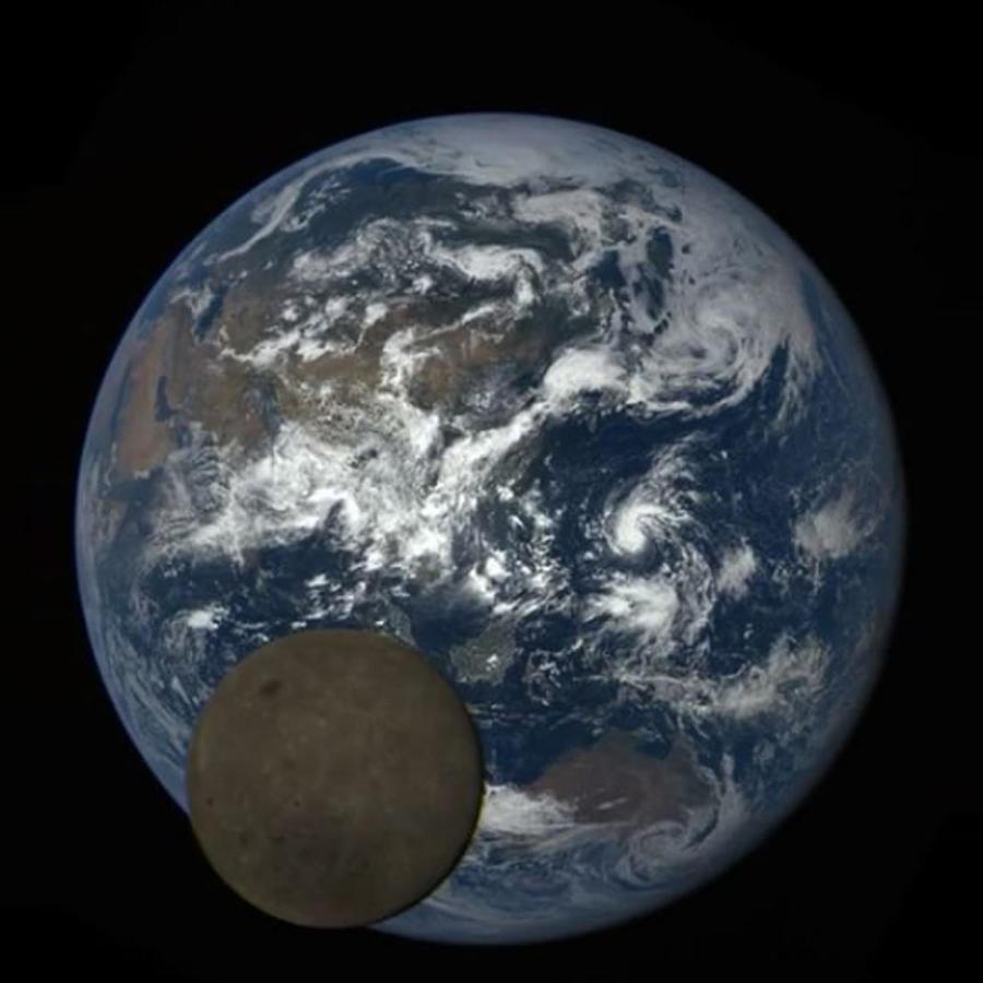 luna se cuela en foto