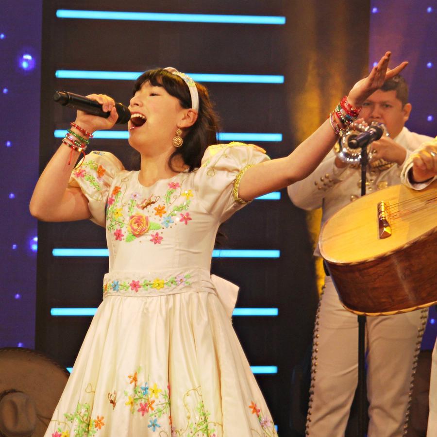 """La pequeña Angélica Vargas canta 'La Charreada' en """"¡Qué Noche!"""""""