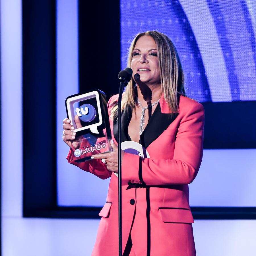 Ana María Polo gana Premios Tu Mundo 2016