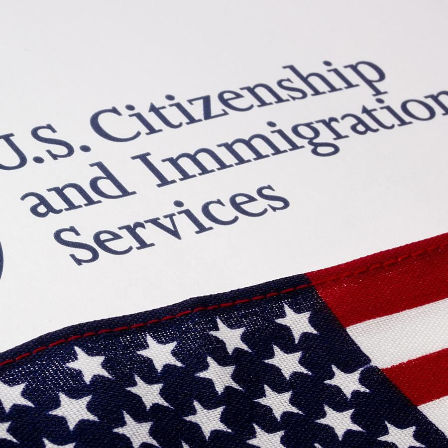 A partir de hoy suben tarifas de trámites de inmigración
