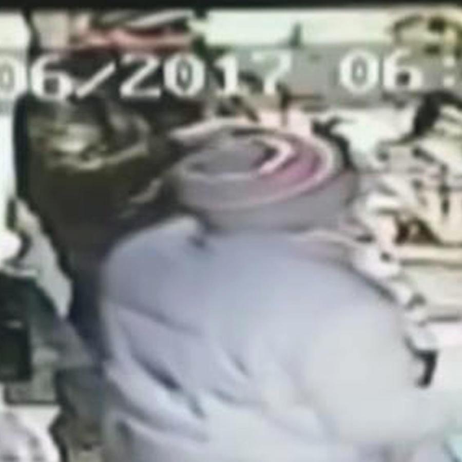 Un comerciante enfrente a los tiros a 3 ladrones