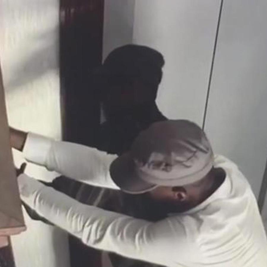 ladrones intentan forzar casa