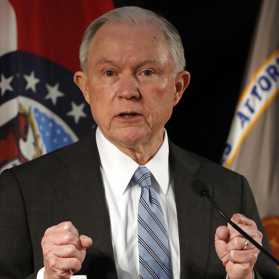 Altos funcionarios defienden arrestos de ICE en cortes de California