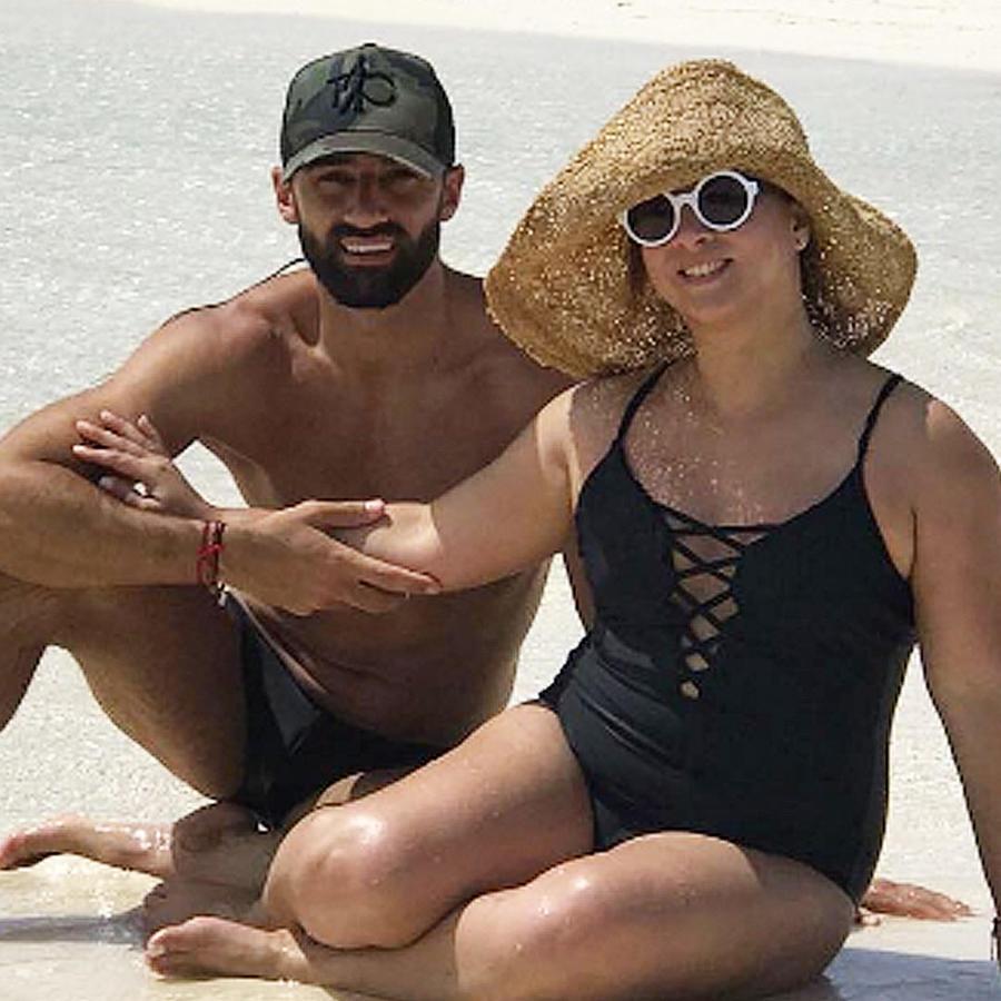 adamari lopez en la playa