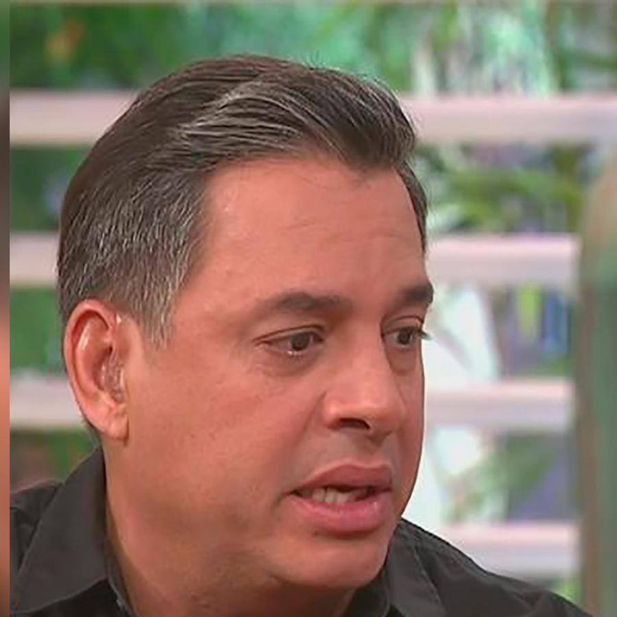 Daniel Sarcos se emociona en Premios Tu Mundo al presentar el homenaje a Venezuela
