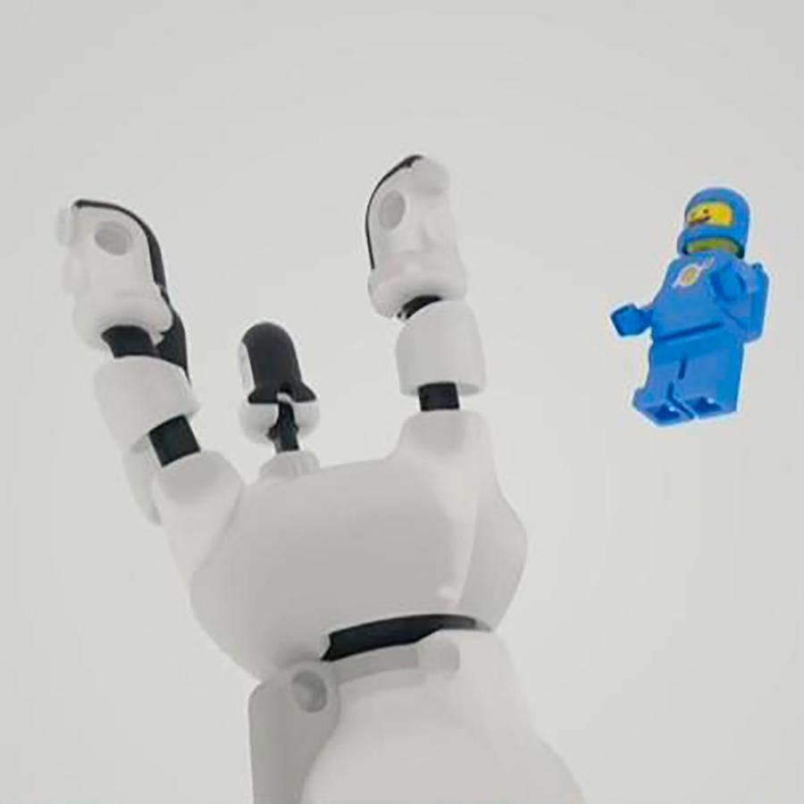 Un ingeniero colombiano creó prótesis para niños con piezas de lego