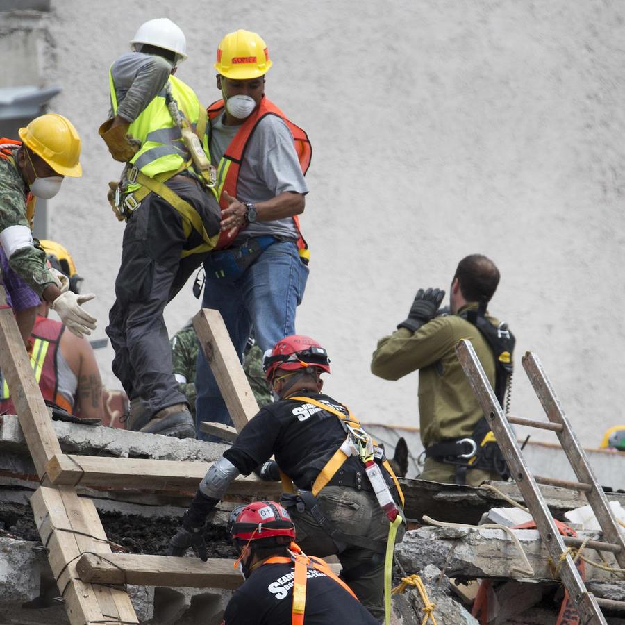 Trabajos de rescate en la Ciudad de México.