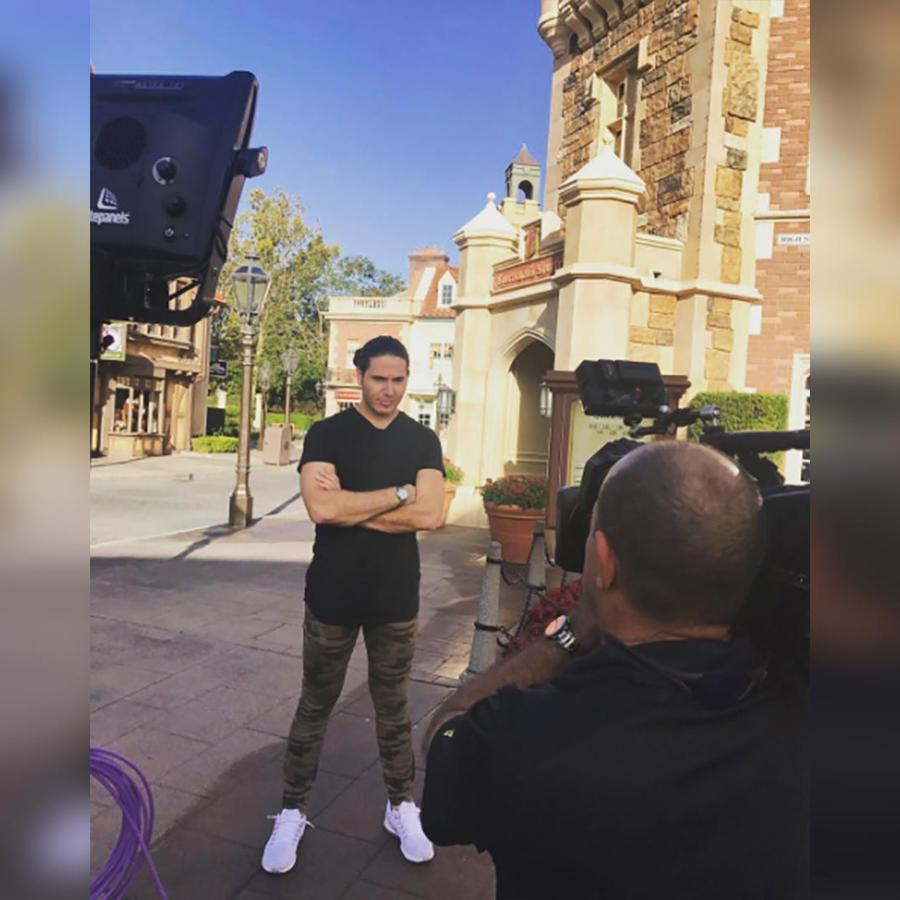 El chef James sigue paseando por el International Food and Wine Festival de Epcot