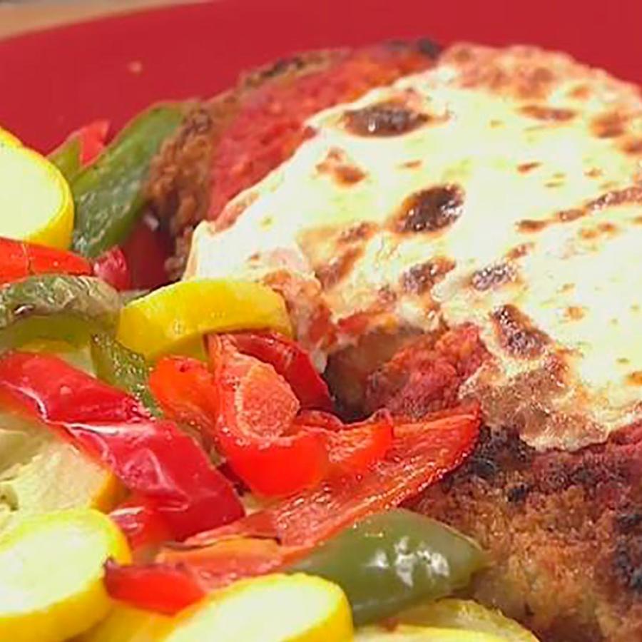 Recetas de cocina: Milanesa de carne con salsa roja y queso gratinado