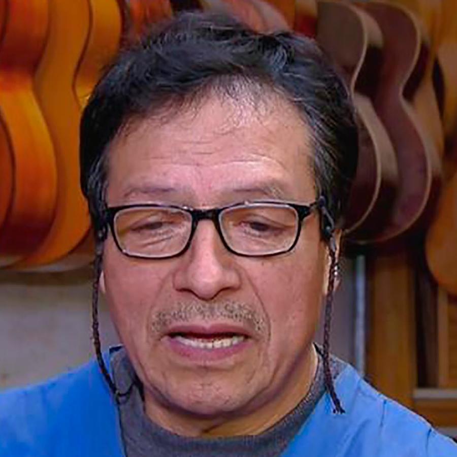 """Te presentamos al hombre que creó la verdadera guitarra de la película """"Coco"""""""