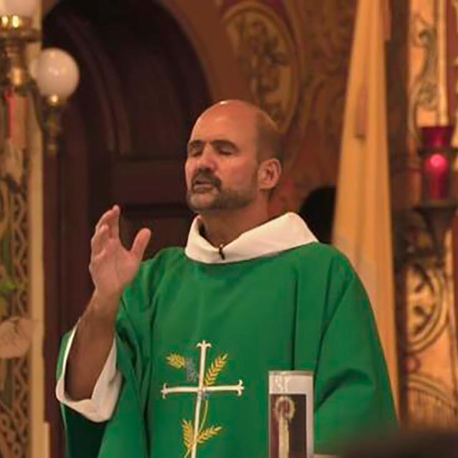 """El padre de una iglesia de Chicago comenzó una huelga de hambre por los """"Dreamers"""""""