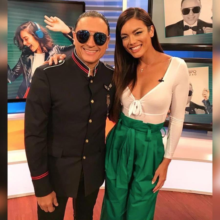 """Elvis Crespo llegó a casita para presentarnos su nuevo tema """"Tú eres la Reina"""""""