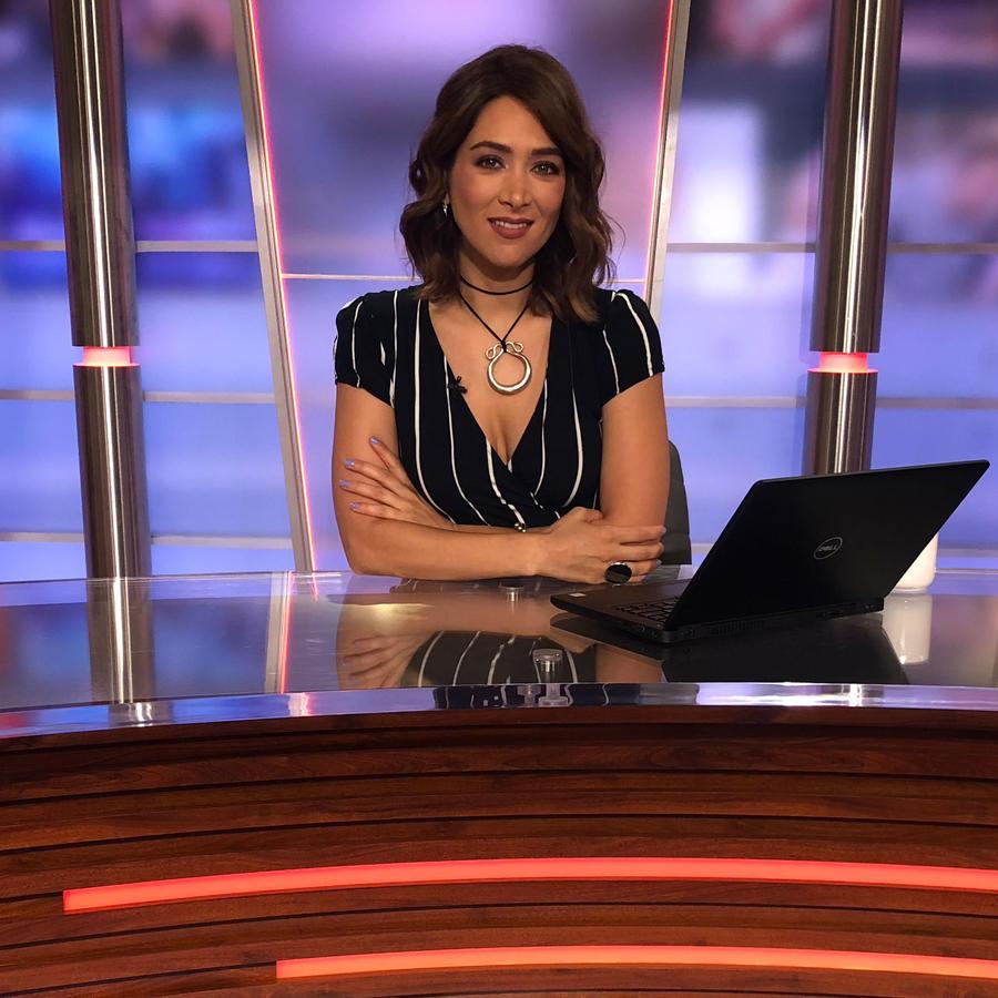 Felicidad Aveleyra presentando las noticias de Un Nuevo Día