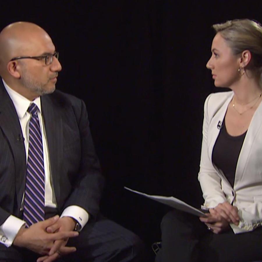 El abogado de El Chapo Eduardo Balarezo y la corresponsal de Noticias Telemundo Rebeka Smyth en una entrevista el miércoles 13 de febrero de 2019