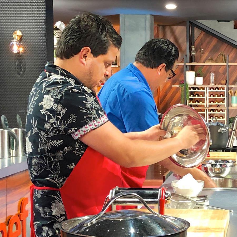 Javier y Dennis con el Chef Ennio Carota en MasterChef Latino 2