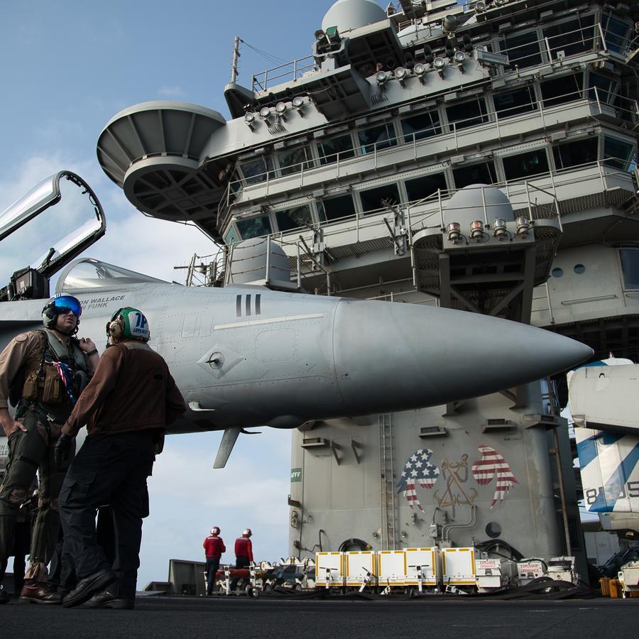 Imagen de archivo del portaaviones USS Abraham Lincoln en el Mar Arábico en junio.