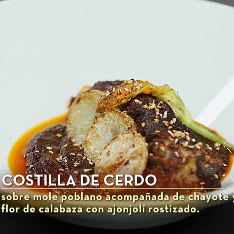 Costilla de cerdo en mole poblano fue el plato fuerte de Javier Seañez en la final de MasterChef Latino 2