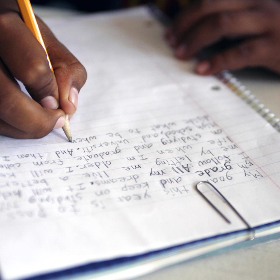Foto de archivo del cuaderno de un estudiante inmigrante