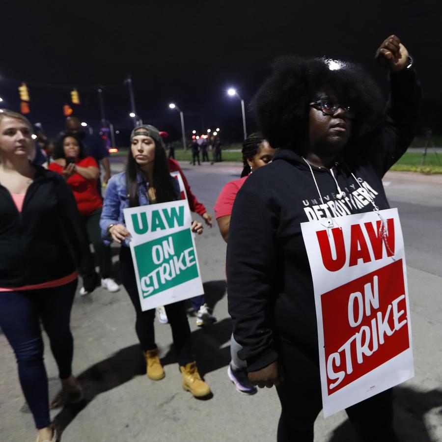 Empleados de General Motors en huelga el domingo 15 de septiembre de 2019