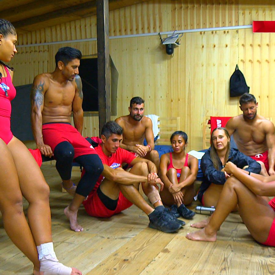 Famosos reunidos en La Cabaña hablan de Jasmín y su lesión