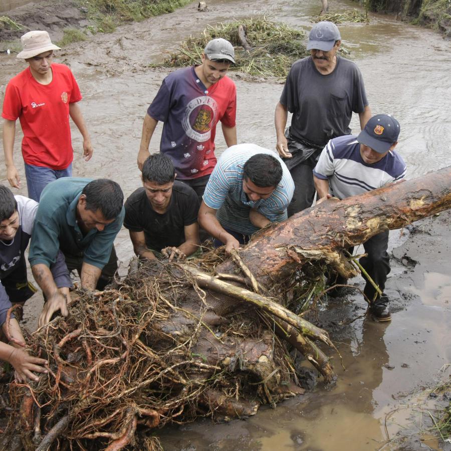 Desastrosas inundaciones en Centroamérica dejan más de una decena de muertes