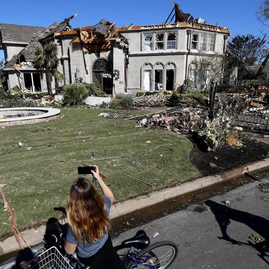 Poderoso tornado en Dallas deja miles de personas sin luz