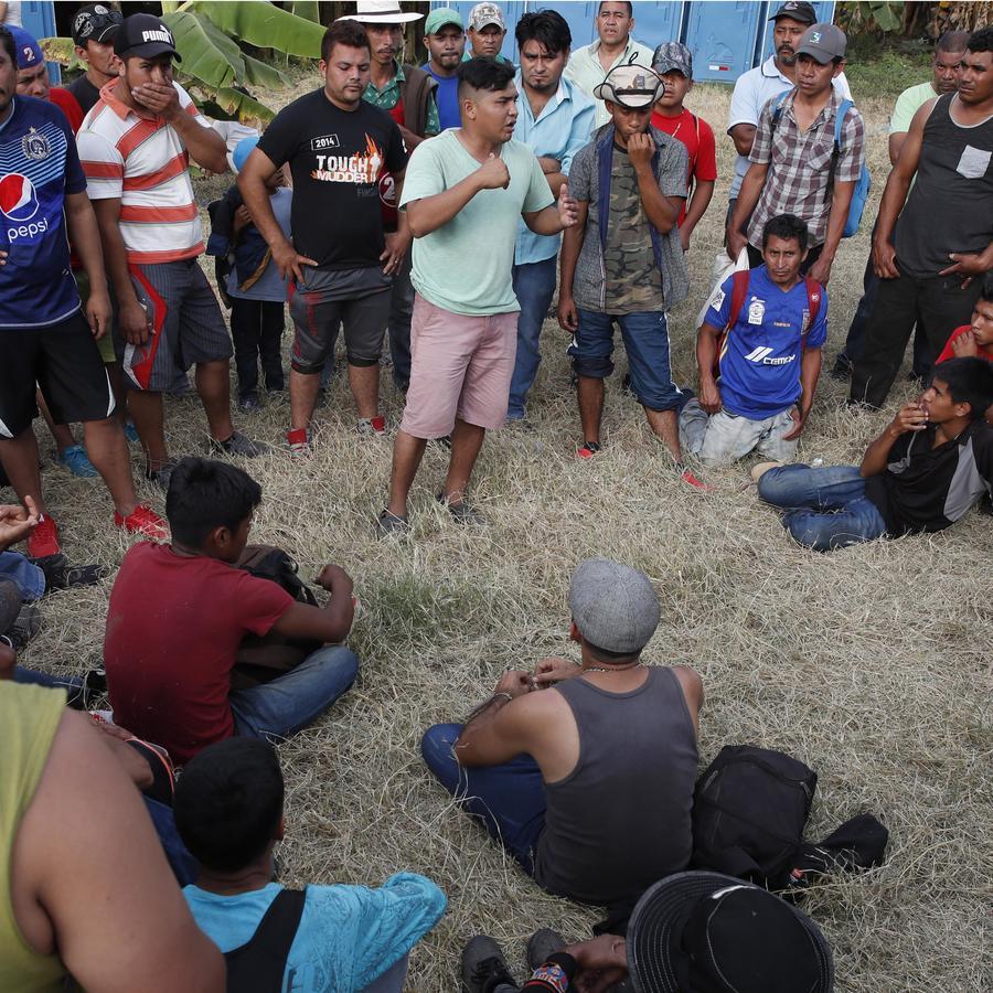 Migrantes en Tecún Umán, Guatemala a la espera de poder cruzar a México el 20 de enero de 2020