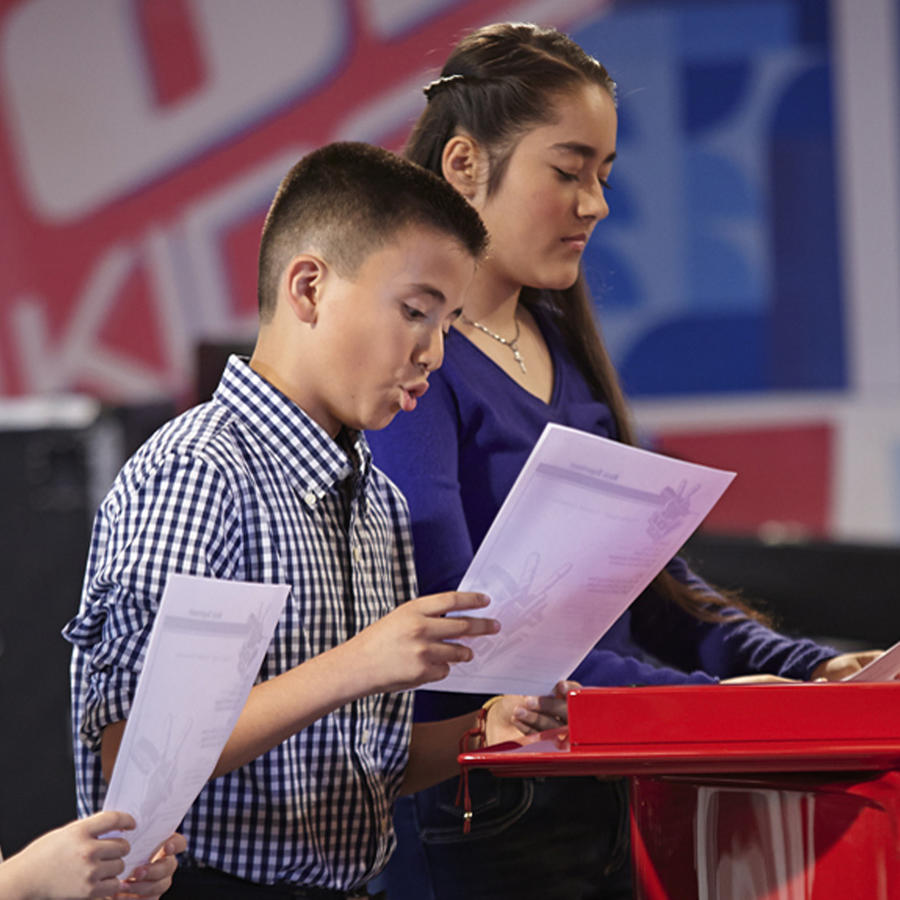 Hurielzu, Antonio y Brian en los ensayos de las batallas de La Voz Kids