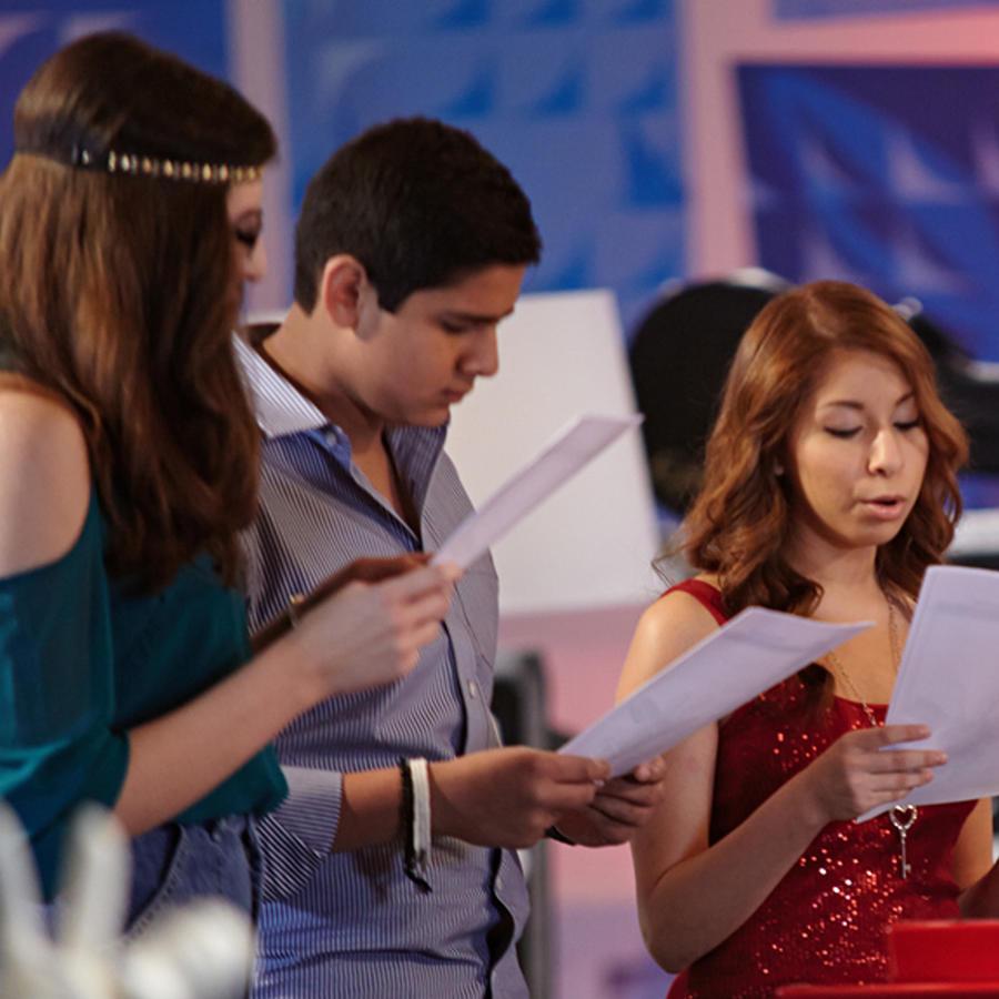 Stephanie, Adam e Iris en los ensayos de las batallas de La Voz Kids