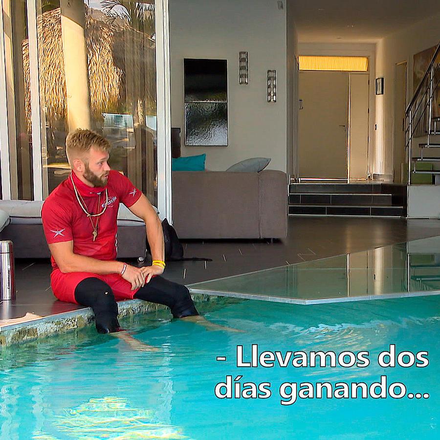 Nate y Tommy conversan en la Fortaleza