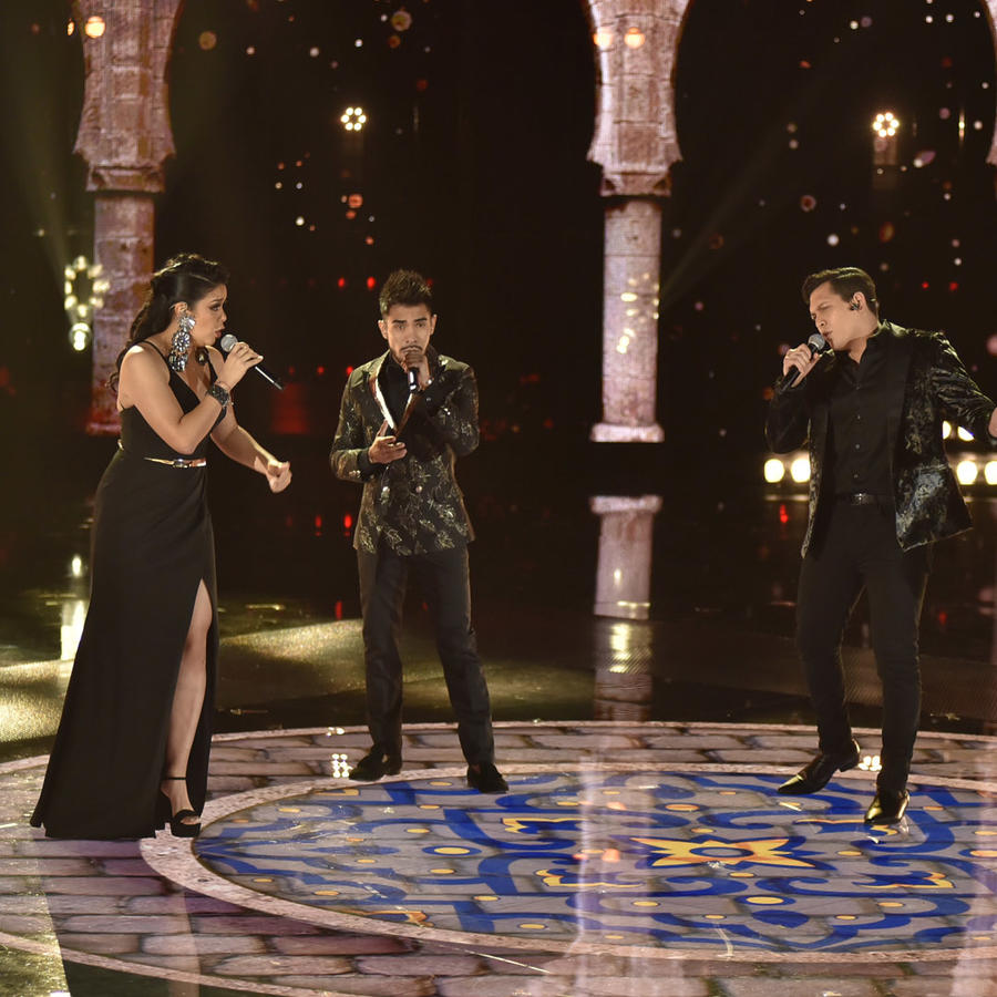 Julio, Aaron, Diana y Jimmy en la final de La Voz US 2