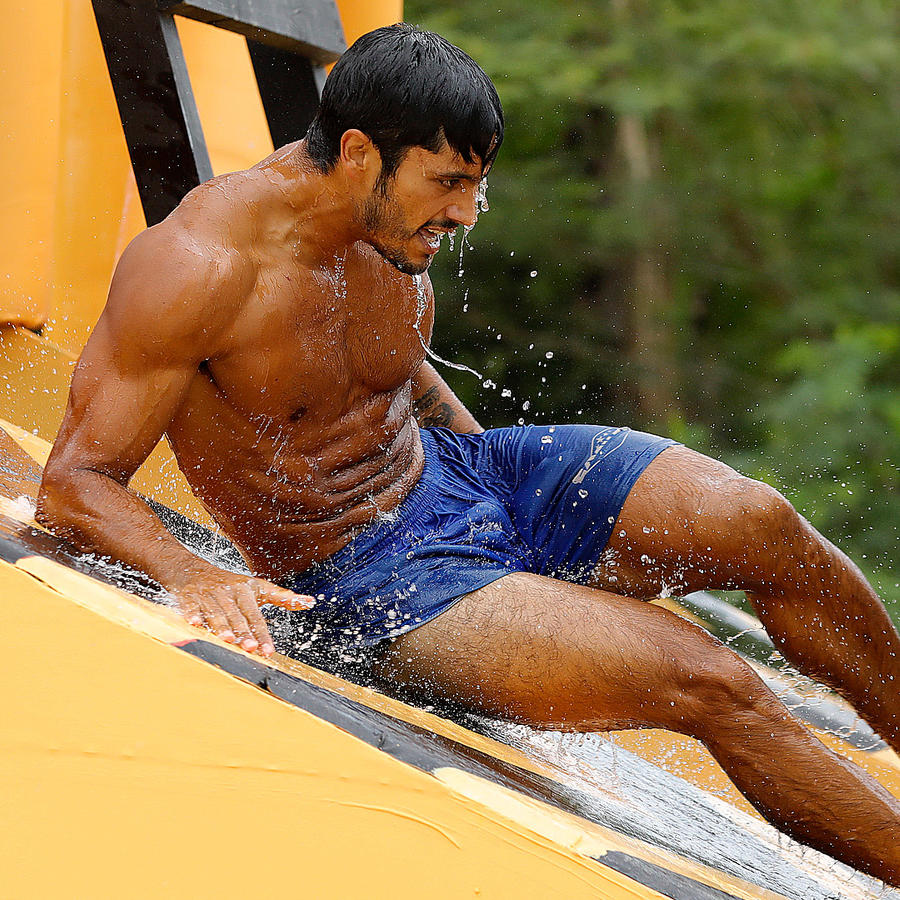 Miguel en la resbaladilla del circuito de la piscina olímpica