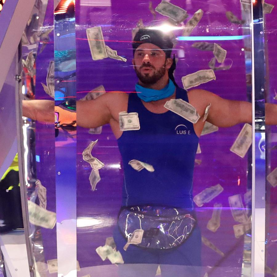 Luis Ernesto entra a El Domo del Dinero