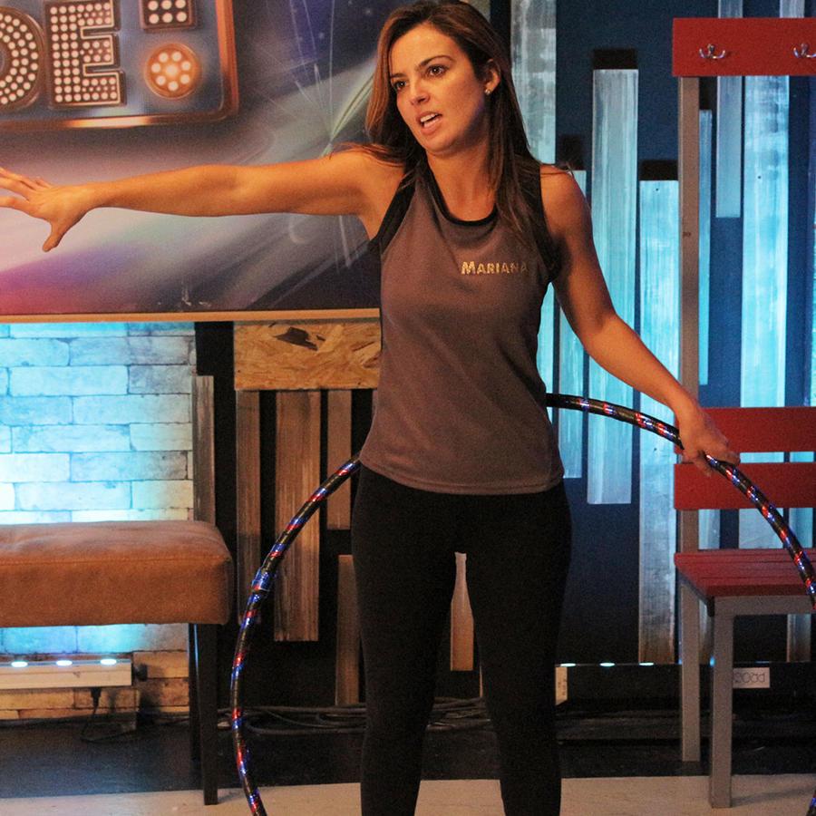 Mariana Torres en los ensayos de hula hula en Sí Se Puede