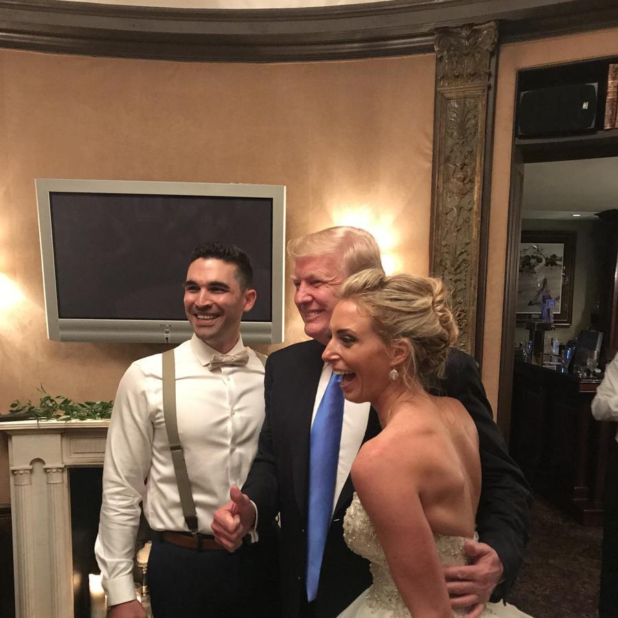 Trump con pareja en boda