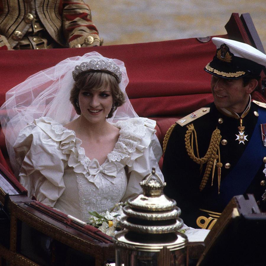 La princesa Diana y el príncipe Carlos en el día de su boda