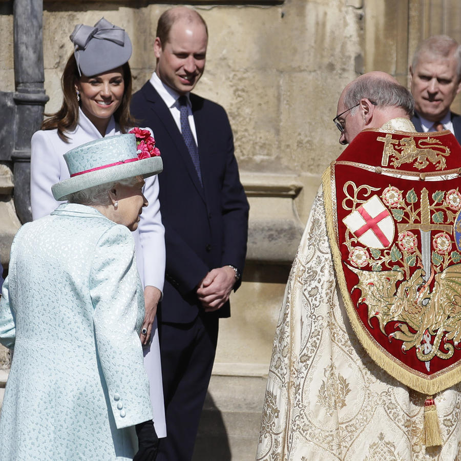 La reina Elizabeth II con su familia