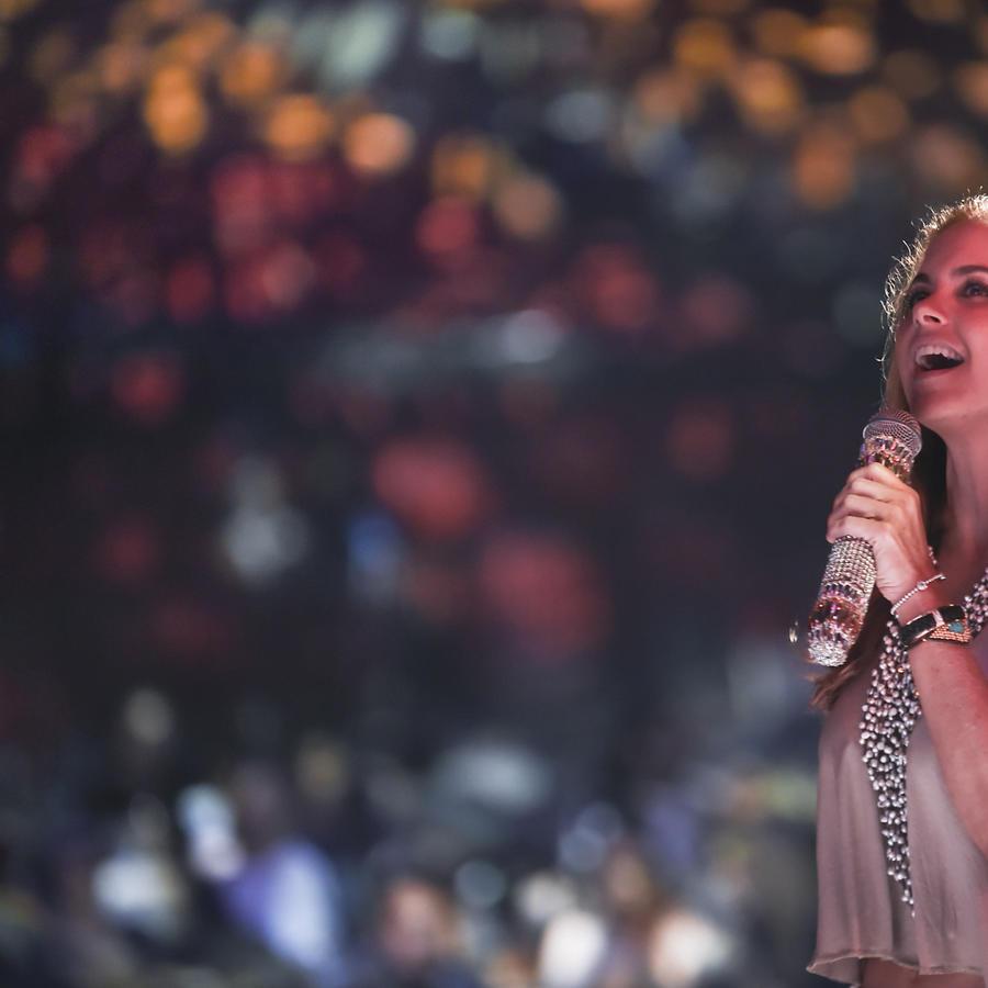 Lucero en los ensayos de Premios Tu Mundo 2015