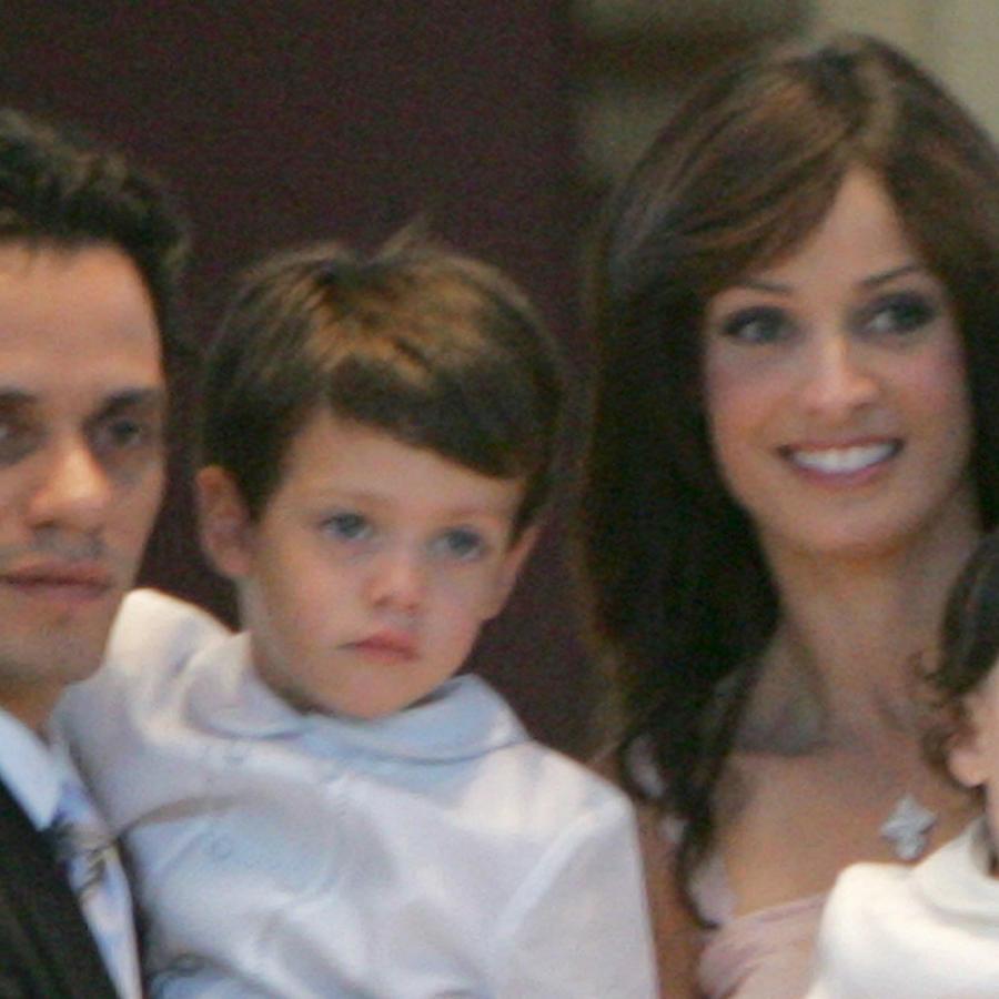 Marc Anthony y Dayanara Torres, en el bautizo de sus hijos en 2004