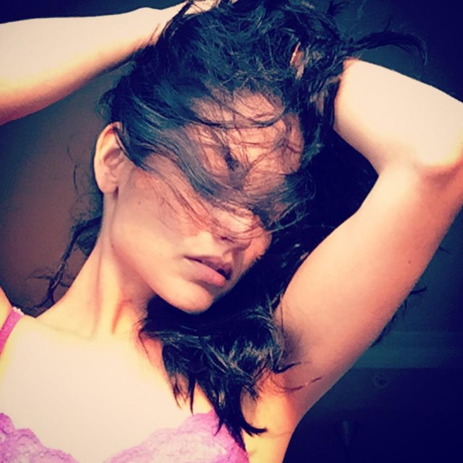 Natalia Jiménez se agarra el cabello en Instagram
