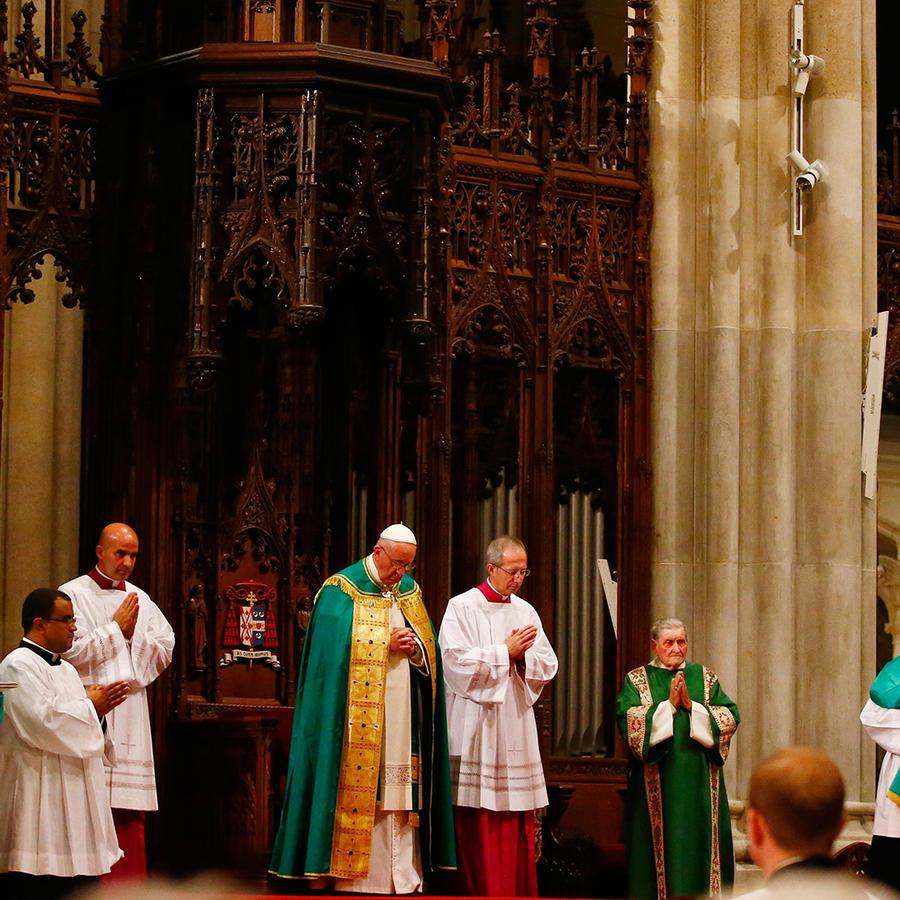 El Papa Francisco oficia la ceremonia de las Vísperas en la Catedral de San Patricio en New York