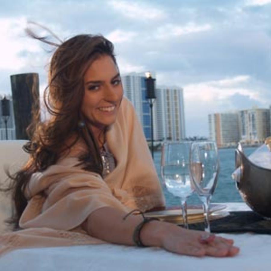 Carlos Ponce es Bruce Remington | Telemundo