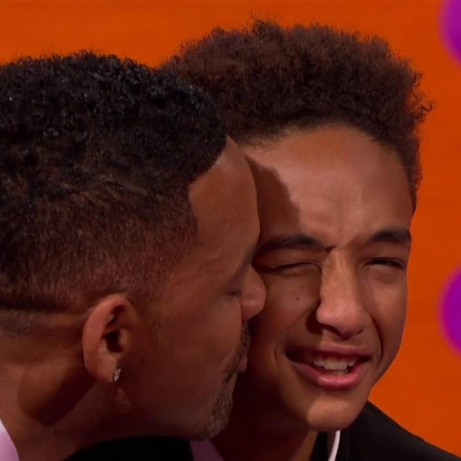 Will Smith besando a su hijo Jaden Smith