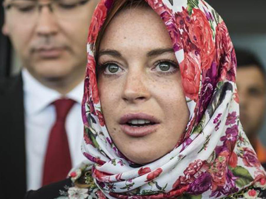 lindsay-lohan-turkey-headscarf