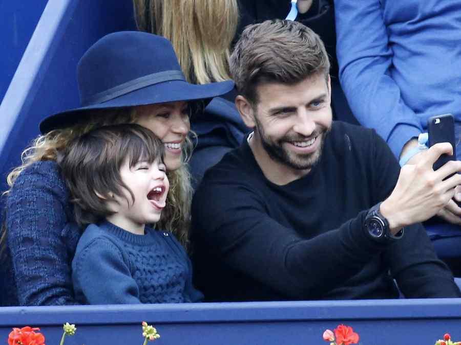 Shakira y Gerard Piqué con su hijo Milan Piqué