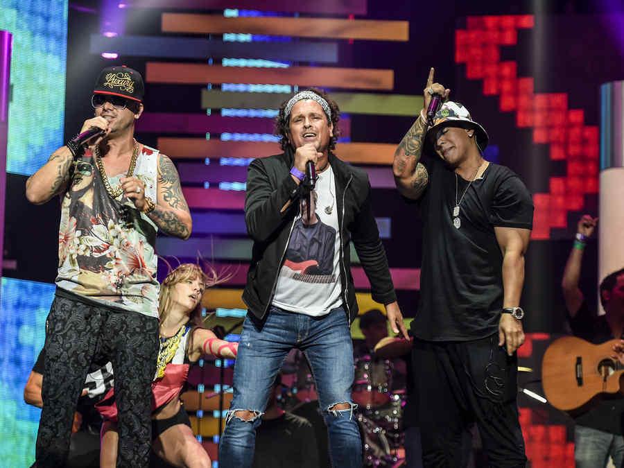 Carlos Vives,Daddy Yankee y Wisin en el ensayo de Premios Bilboard 2015