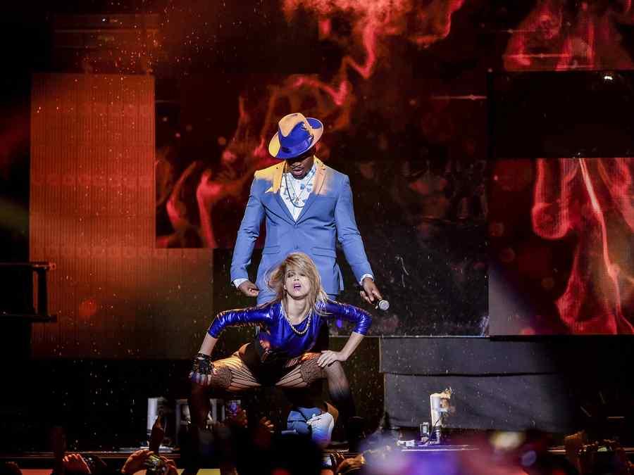 Neyo en la alfombra de los Premios Billboard 2015
