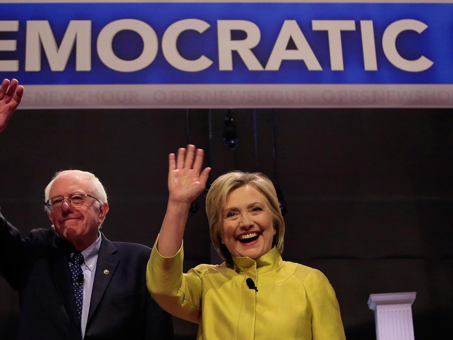 Los precandidatos demócratas Hillary Clinton y Bernie Sanders en su sexto debate, esta vez realizado en la Universidad de Milwaukee el jueves 11 de febrero del 2016