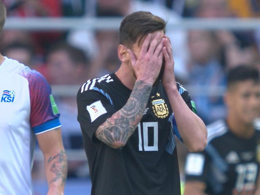 Messi se lamenta frente a Islandia