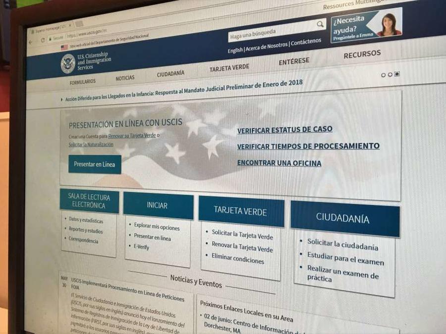 Página de web de USCIS en una foto de archivo